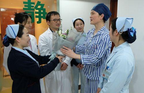"ss866盛世彩票:455医院整形外科为前国家女足主力高宏霞""送炭又送美"""