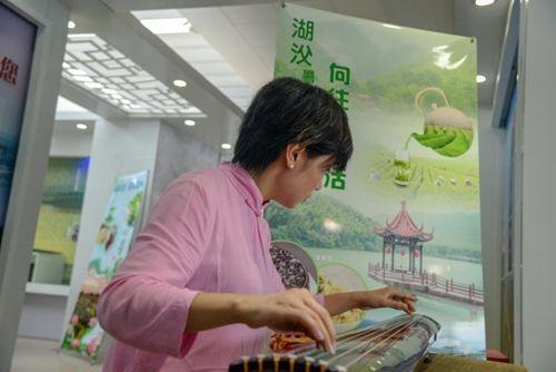 北京pk10开奖直播网:琴音茶韵陶醉浦东机场_禅意宜兴展示引国际关注
