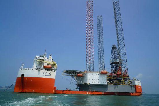 中国海工装备走向世界 洋山边检提供便捷服务 窗口前移35海里
