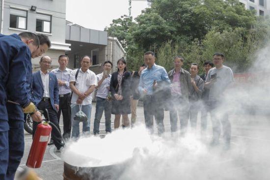 上海国盛集团走近消防 强化安全意识