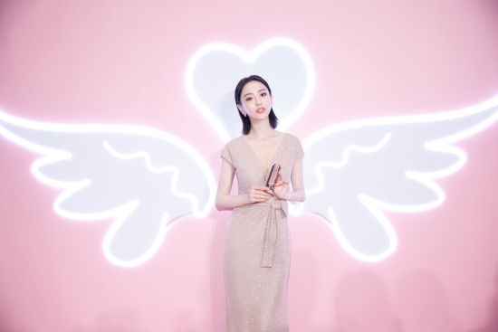 佟丽娅在上海为品牌代言 开启童颜无距盛典
