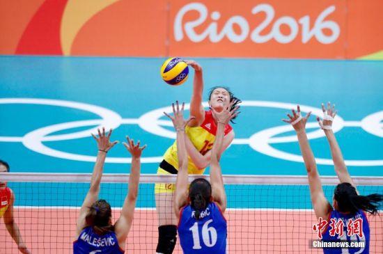 奥运女排决赛 中国队3:1战胜塞尔维亚队夺得冠