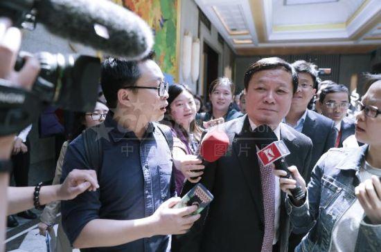 中国商飞总经理被媒体追问C919首飞日