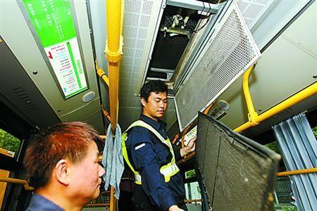 上海公交开启夏季空调模式