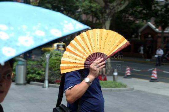 """上海发布今夏首个""""高温红色预警"""""""
