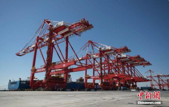 世界最大无人自动化码头下月即将开港