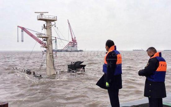 最新电子游戏网址:上海吴淞口锚地一船沉没_船上3人获救
