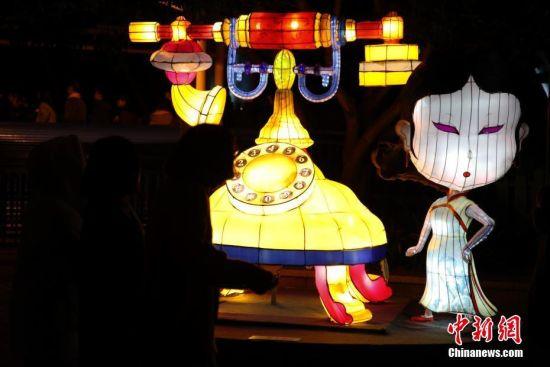 北京快乐8彩票走势图:上海民众赏灯猜谜迎元宵佳节