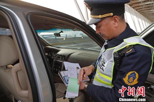 上海加大非法网约车整治力度 净化营运市场环境