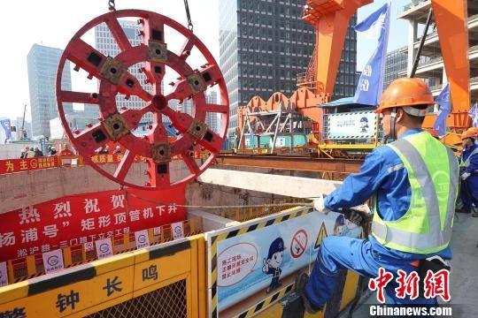 仅临1.5米 上海淞沪路