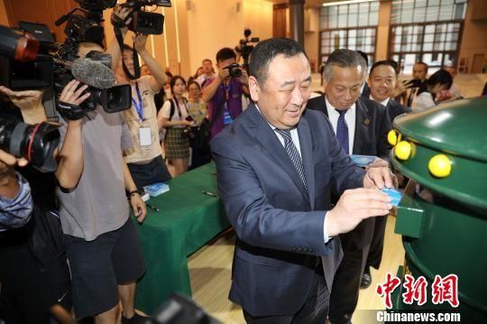 第二届进博会定制明信片在沪发布 免费寄送5000张