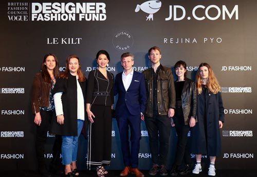 幸运飞艇开户:京东携手BFC/Vogue时尚基金入围设计师打造2018AW大秀