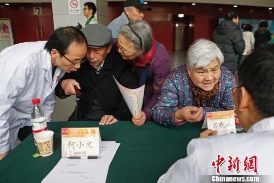 北京快乐8基本走势图:上海医务工作者举行大型义诊_25年服务市民50万